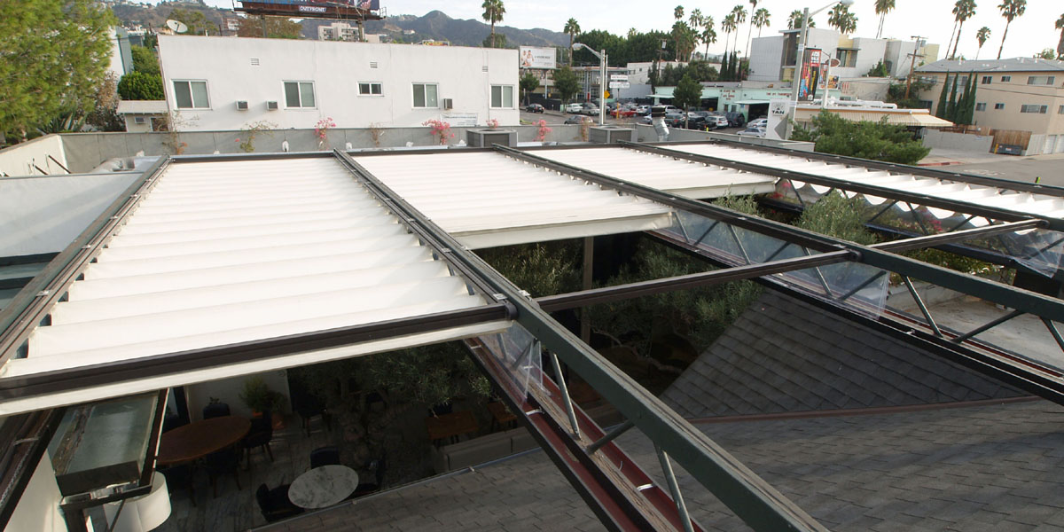Retractable Structure, Slide On Track, Horizontal Roman Shades